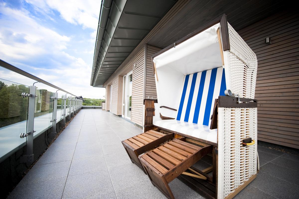 offizierszimmer riverside hotel. Black Bedroom Furniture Sets. Home Design Ideas